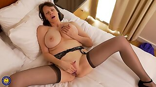 Mature mom Tigger with HUGE natural tits and amazing body