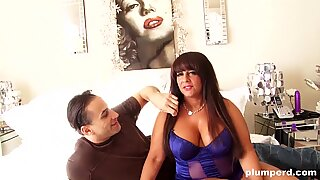 immense milf plays with her mammories and fucks fit guy