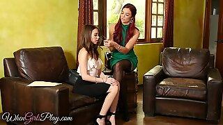 When chicks play - Riley Ried licks stepmom