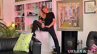 High heeled british lesbian licks