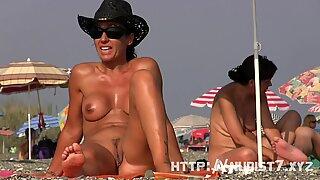 Sexy nudist  beach spy fat pussy crotch shot