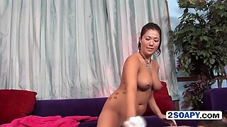 Hot asian slut gets client off as he agrees to have a relaing massage