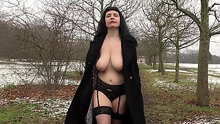 Soozi - A winter day flashing in London